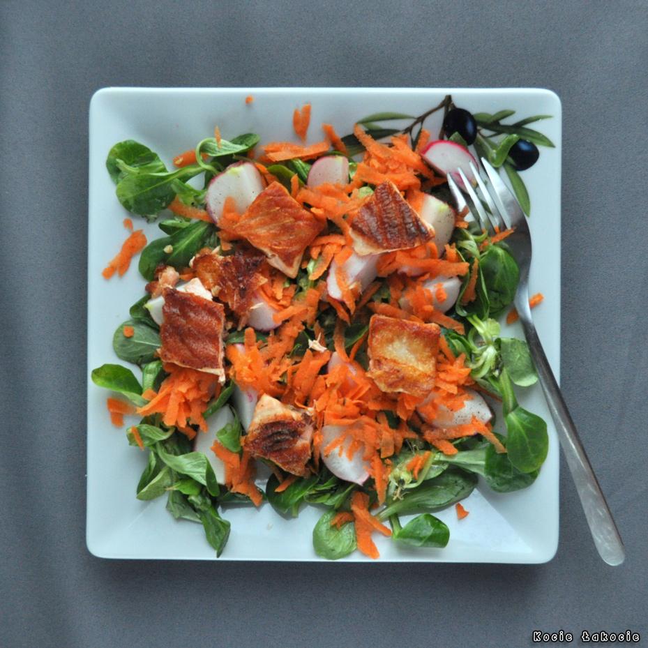 Sałatka z grillowanym łososiem