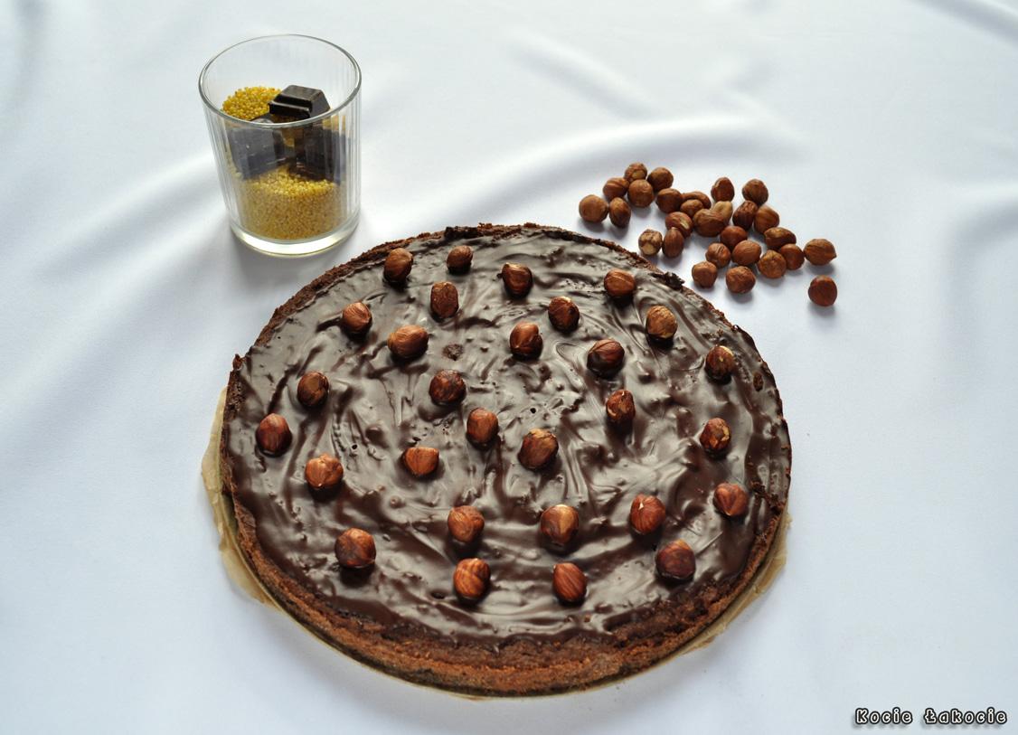 Jaglane brownie z orzechami laskowymi