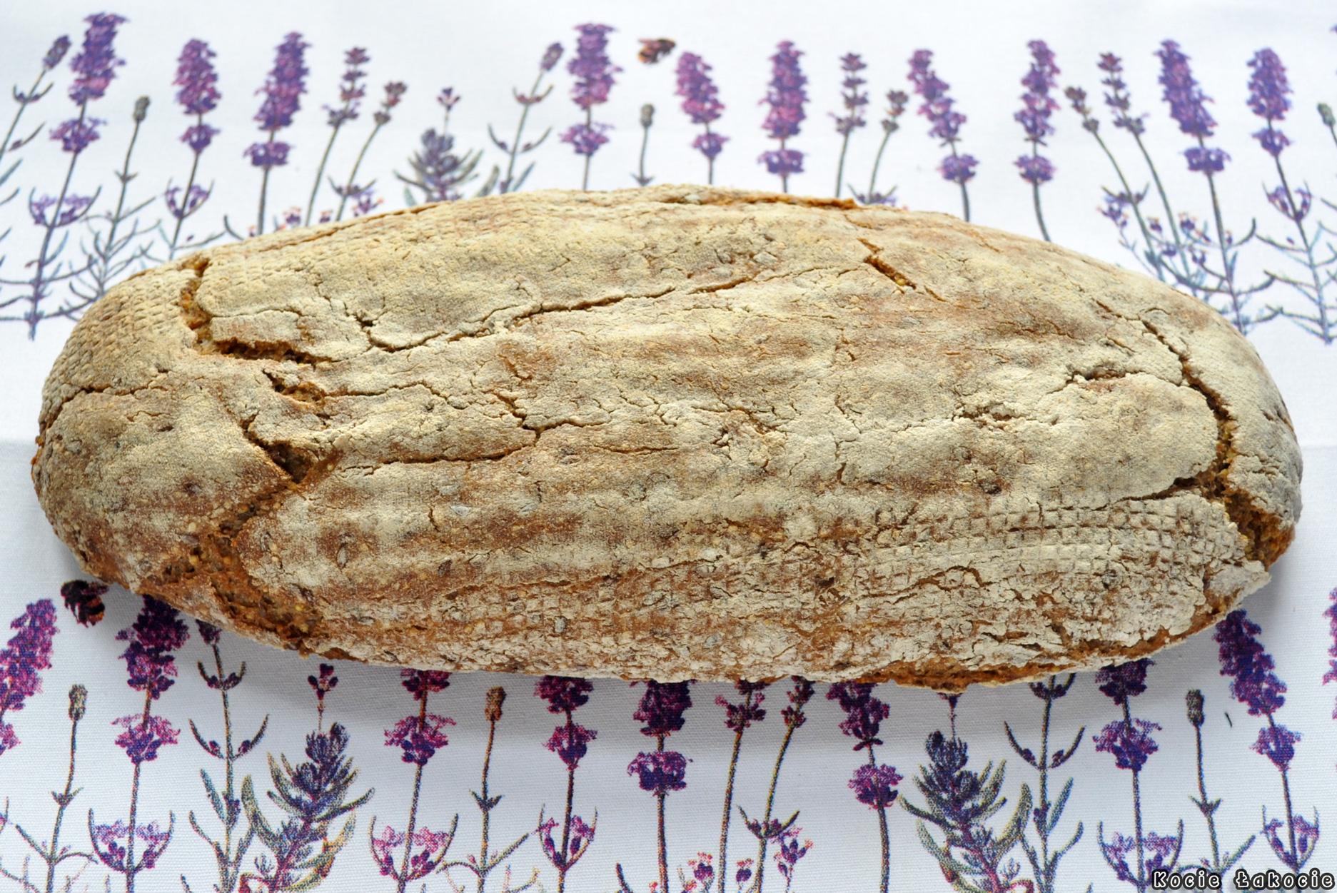 Chleb żytni z kaszą jaglaną i siemieniem na zakwasie
