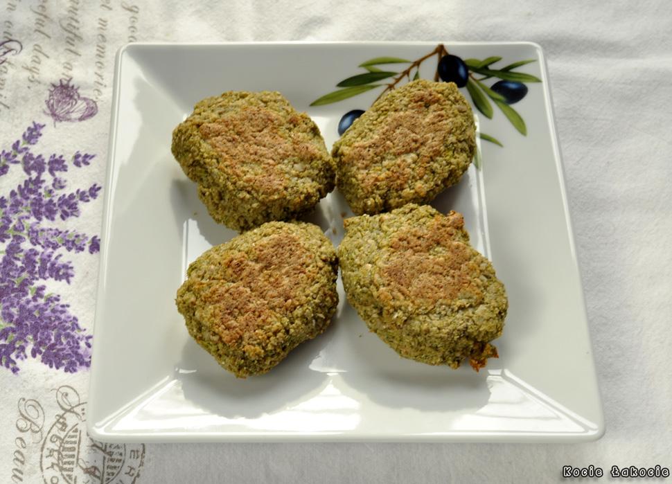 Pieczone kotlety z brokuła i kaszy gryczanej