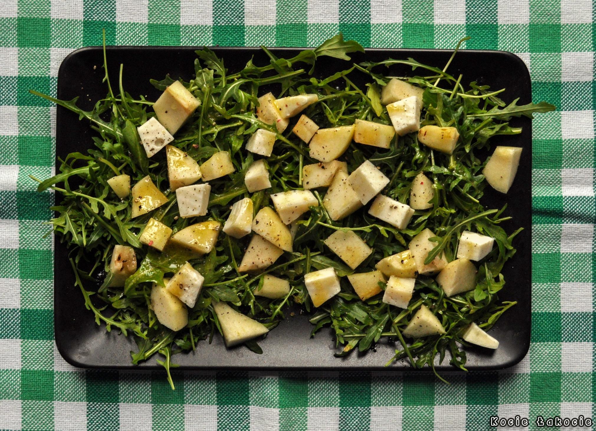 Sałatka z gruszką i kozim serem