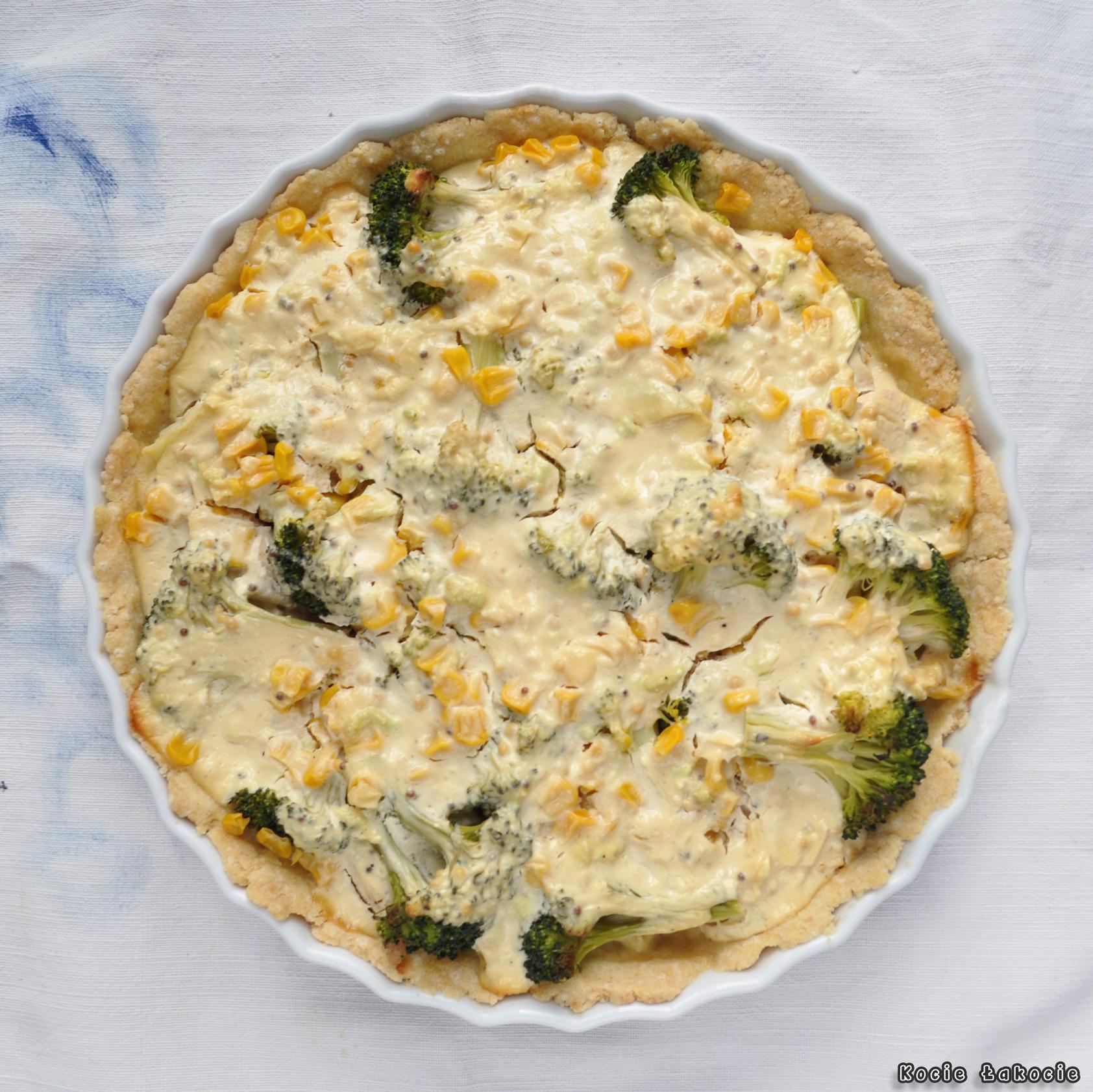 Tarta z brokułem, kurczakiem i kukurydzą