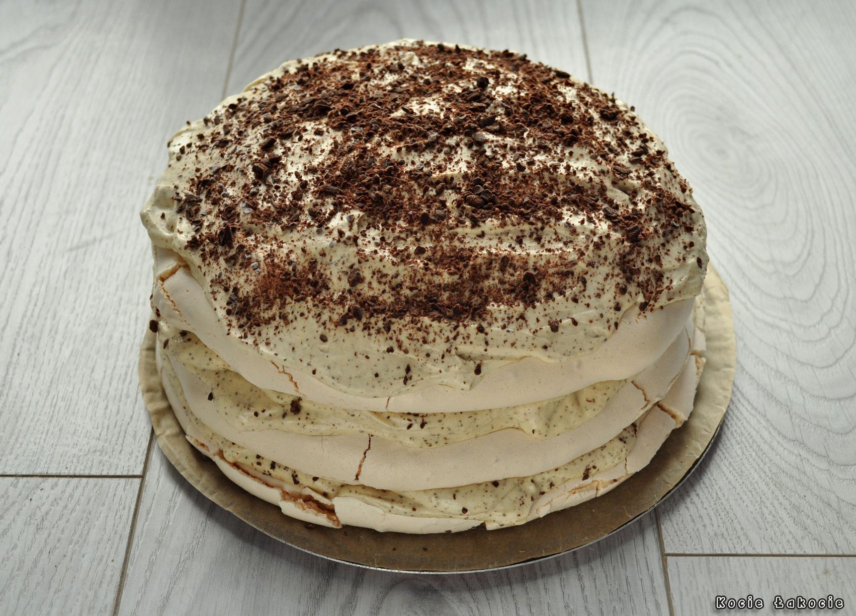 Mrożony tort bezowy tiramisu