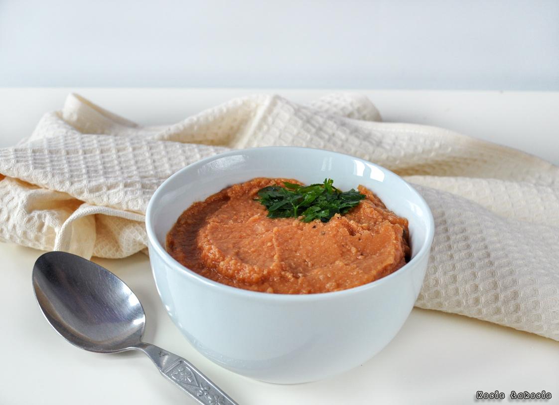 Pomidorowa pasta z ciecierzycy