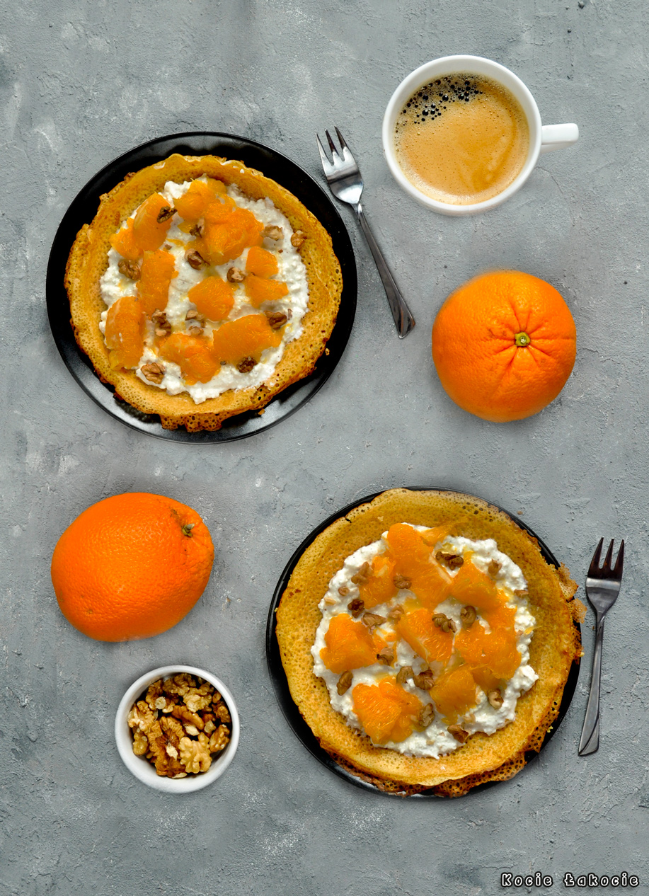 Naleśniki jaglane z karmelizowaną pomarańczą i orzechami włoskimi