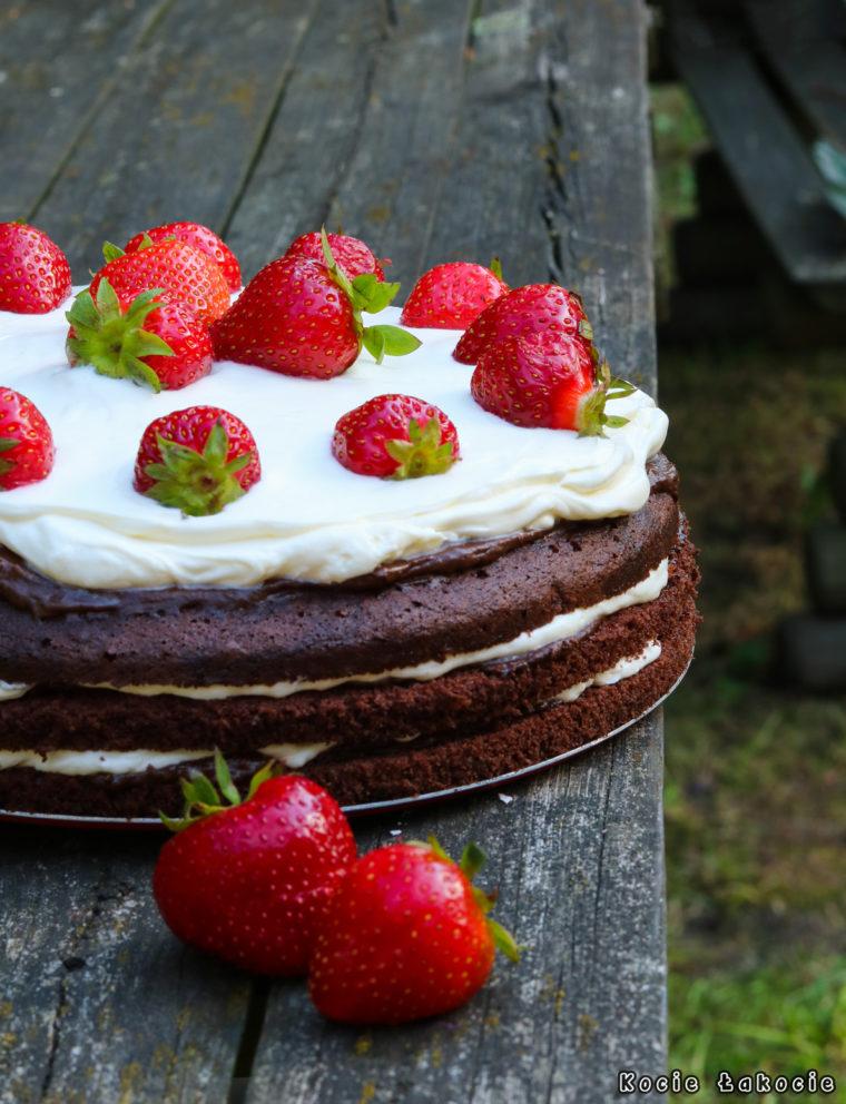 Tort czekoladowo-truskawkowy (bez cukru)