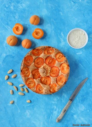 Ciasto migdałowe z morelami (bez glutenu i bez cukru)