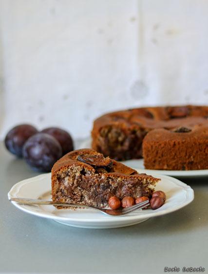 Ciasto ze śliwkami, czekoladą i orzechami laskowymi (bez glutenu i bez cukru)