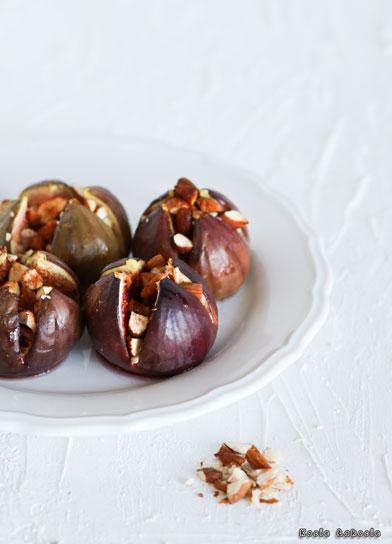Pieczone figi z migdałami